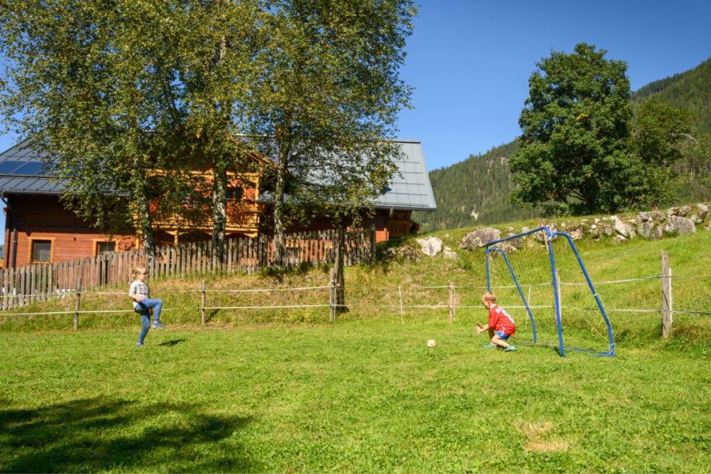 Fußball · Familienurlaub & Urlaub am Bauernhof Marchlhof in Untertauern