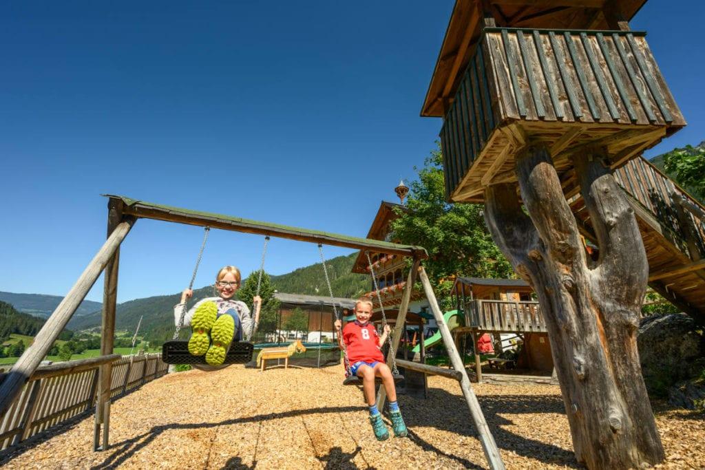 Spielplatz · Familienurlaub & Urlaub am Bauernhof Marchlhof in Untertauern