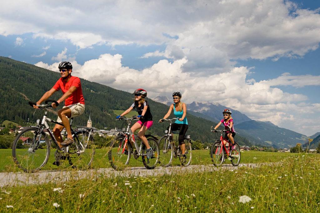 Biken am Ennsradweg · Bergsommer & Sommerurlaub in Radstadt & Obertauern